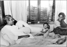 bangabandhu-shares-a-rare-moment-with-his-daughter-sheikh-hasina_0