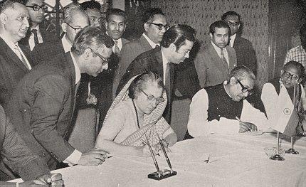 indira-gandhi-and-sheikh-mujibur-rahman_0